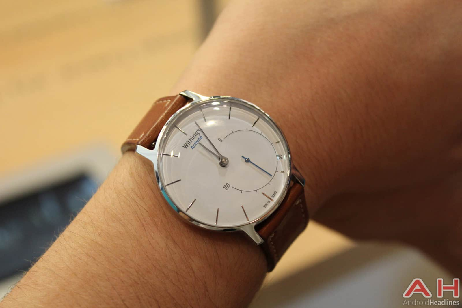 Withings-Activite-Smartwatch-Pro-01