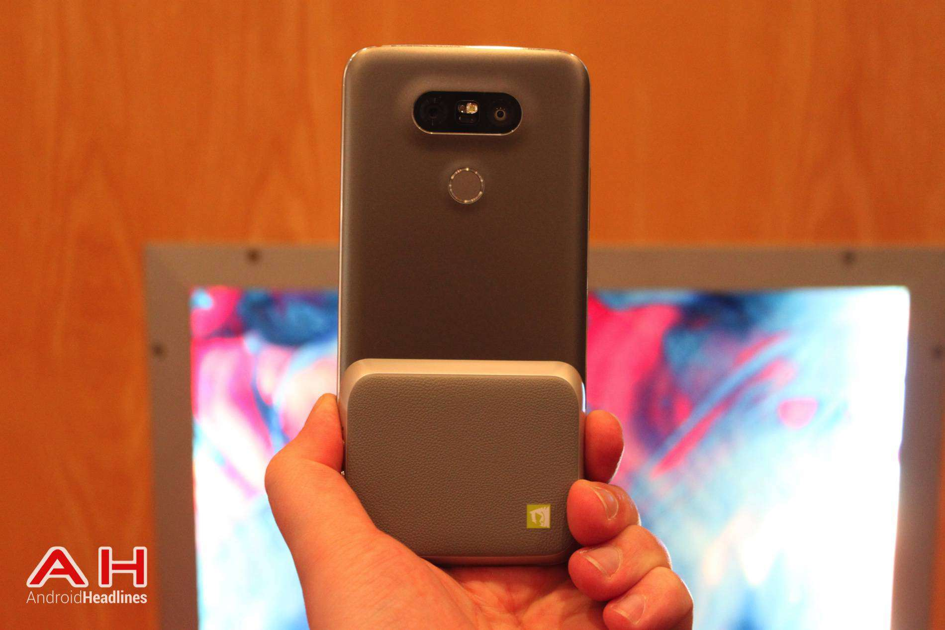 LG G5 Hands On MWC AH 14