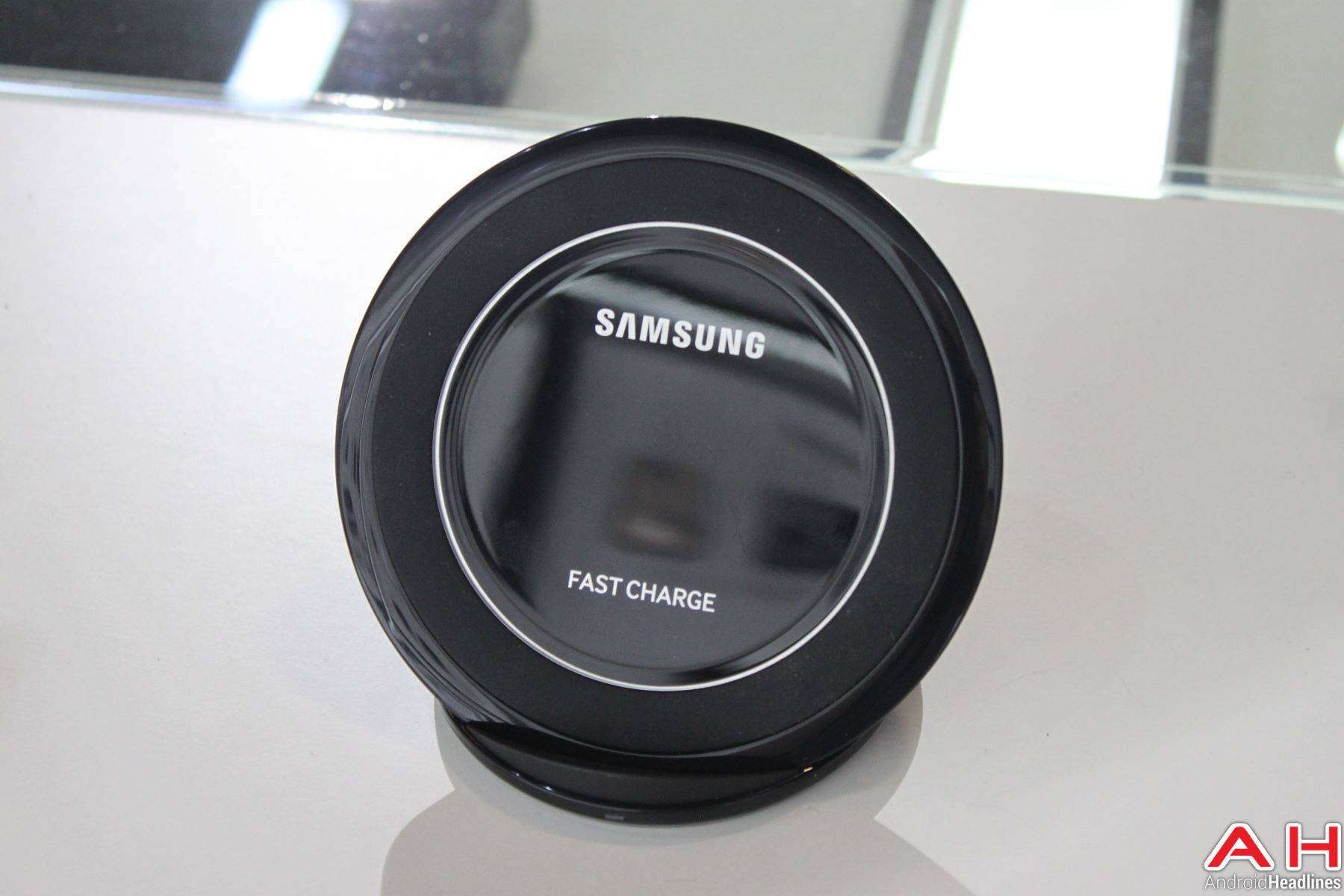 Samsung Galaxy S7 Edge Wireless Charger AH 2