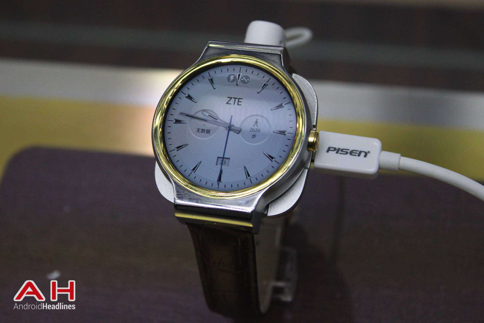 ZTE Axon Watch MWC AH 01