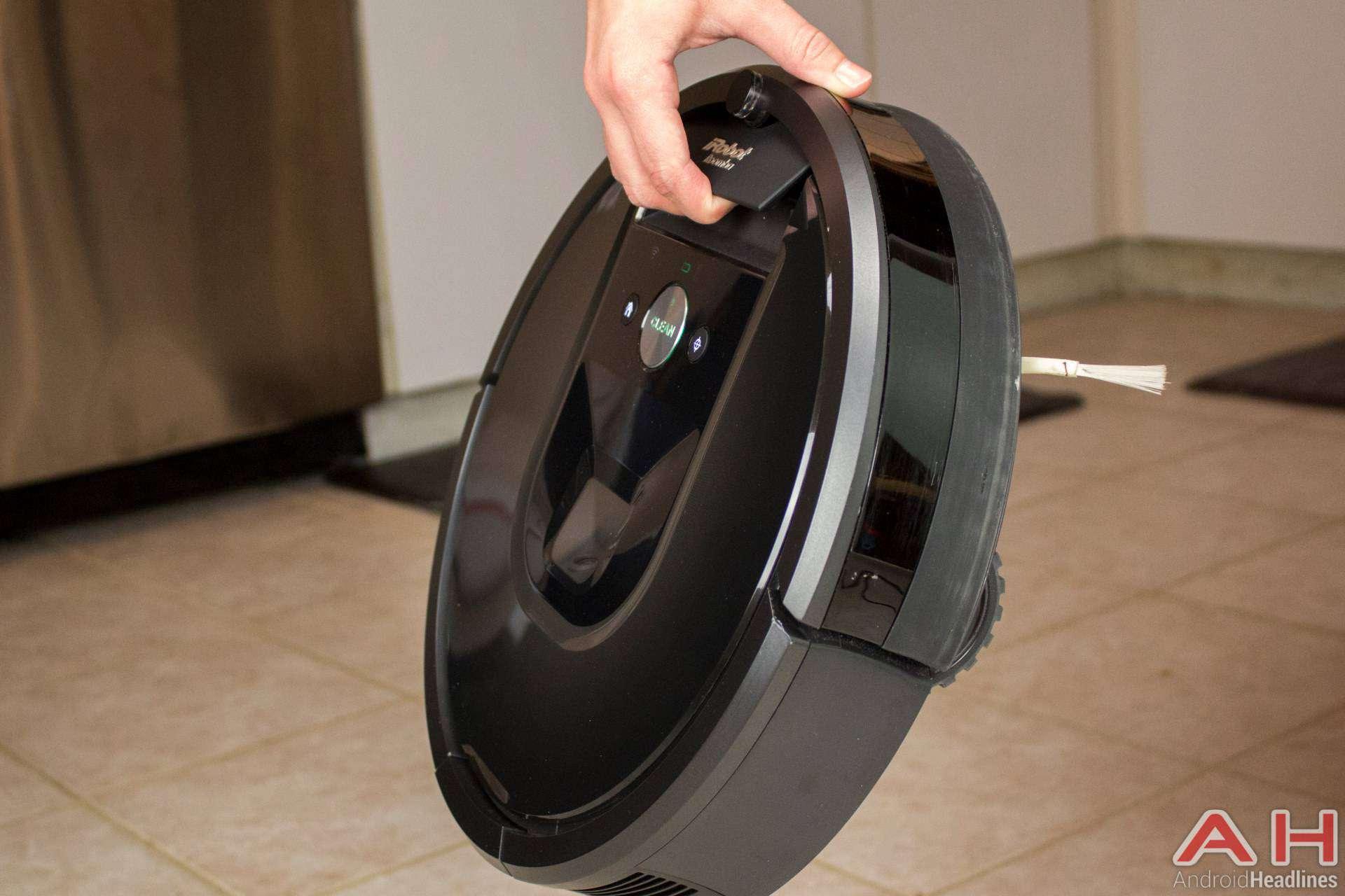 iRobot-Roomba-980-AH-NS-handle