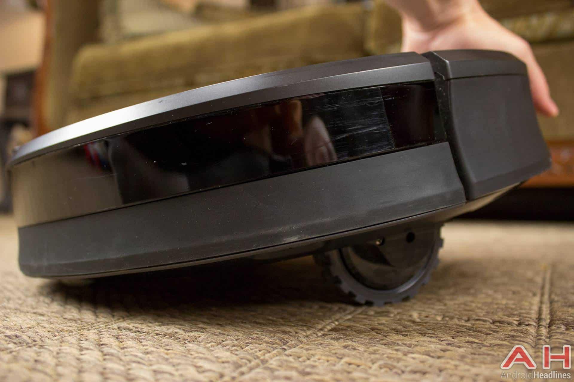 iRobot Roomba 980 AH NS wheels up
