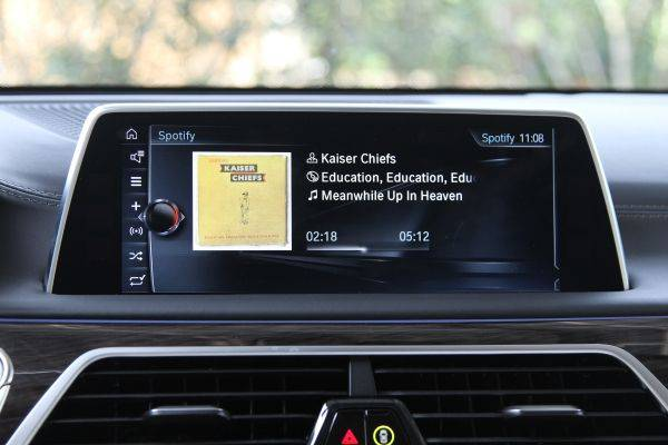 2016-BMW-Series-Android-Apps-Integration-AH-2