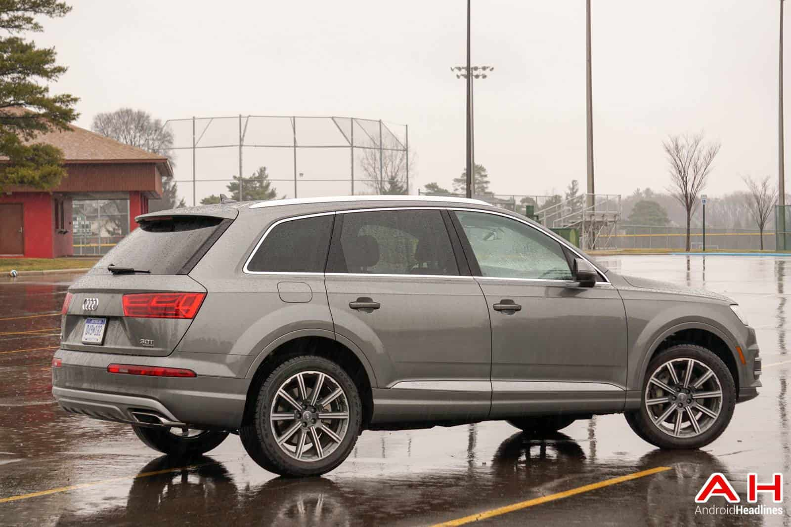 2017-Audi-Q7-Review-AH-2-27