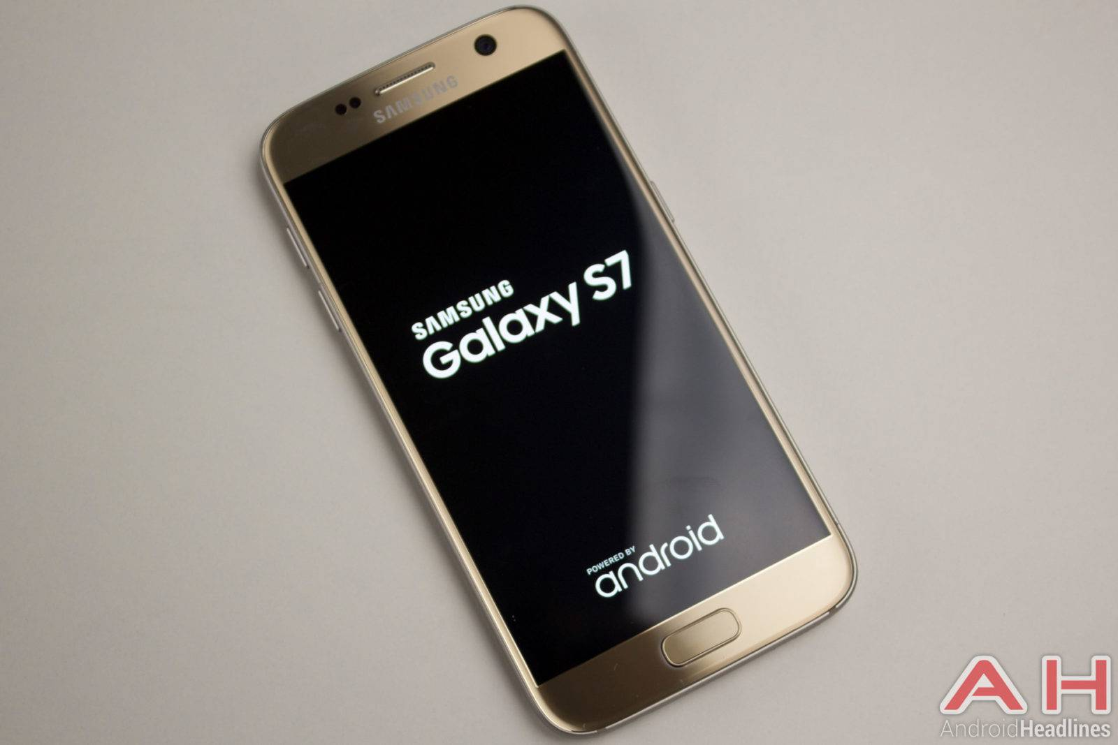 Samsung-Galaxy-S7-AH-NS-gold-logo-4
