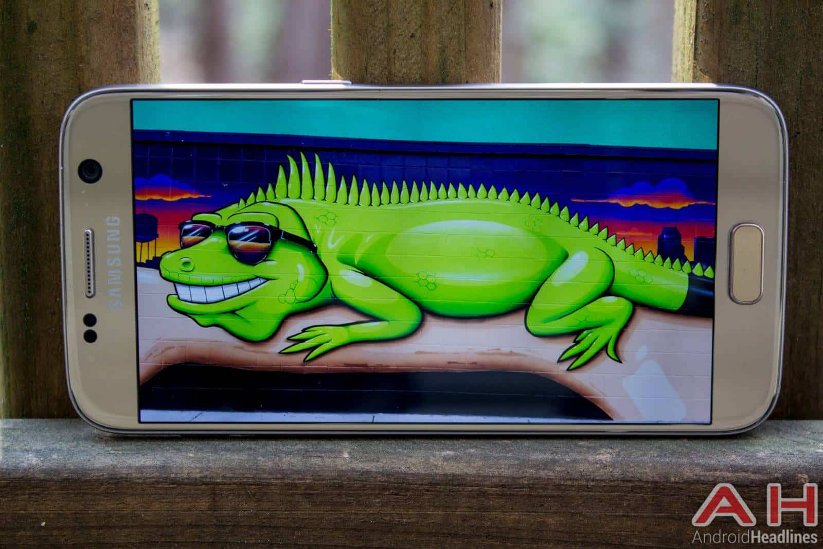 Samsung-Galaxy-S7-Gold-AH-NS-display