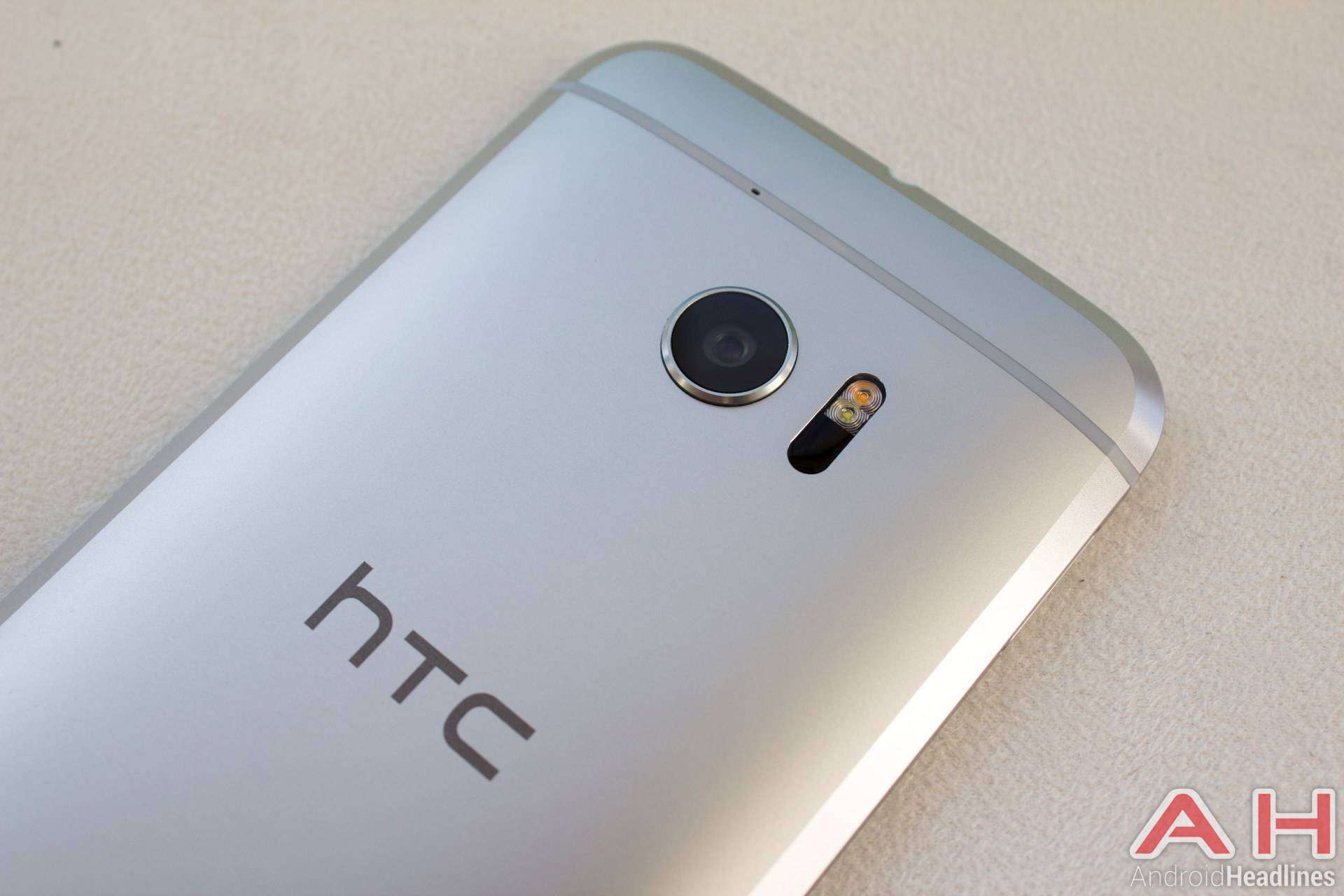 HTC 10 Hands On Silver AH 10