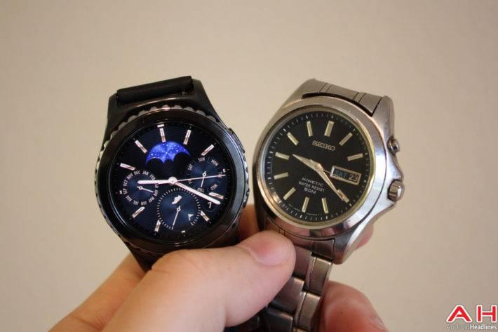 Smartwatch vs Traditional AH 1