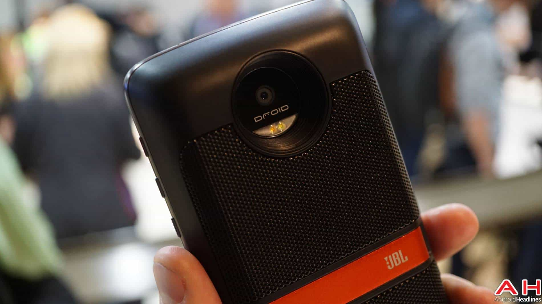 JBL Moto Mods Lenovo Hands On AH 3 4
