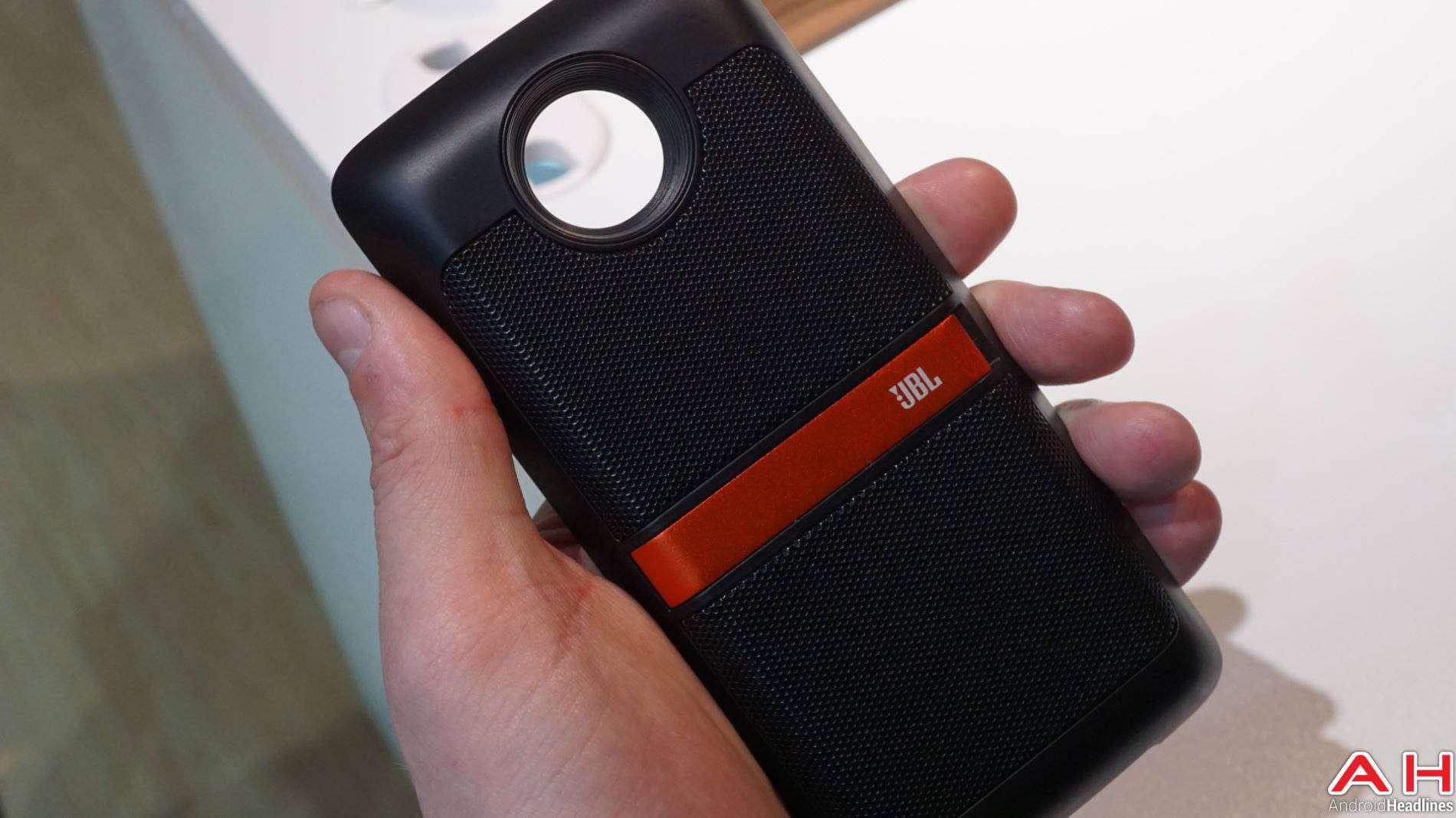 JBL Moto Mods Lenovo Hands On AH 3 7