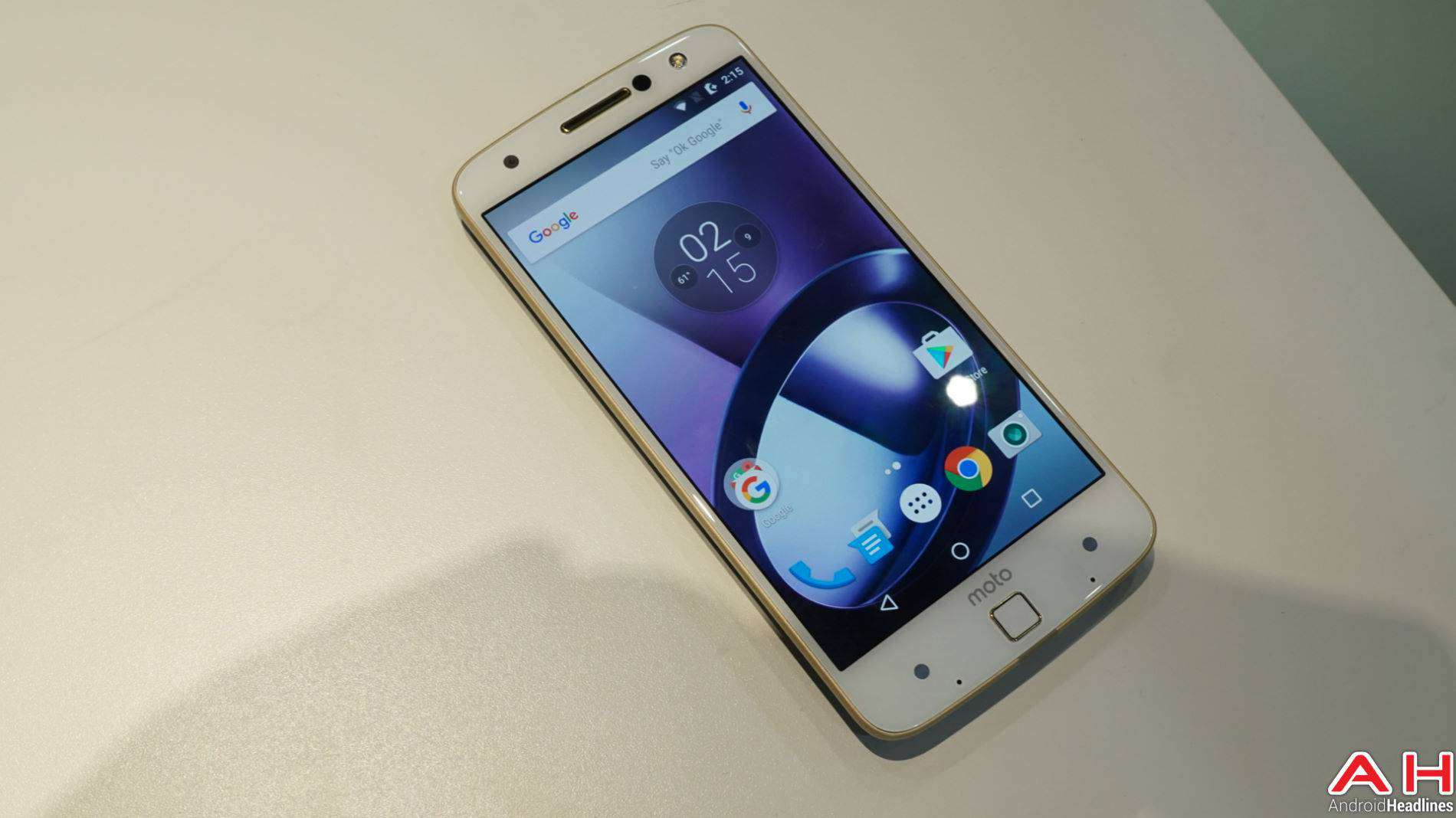 Lenovo Moto Z 2016 Hands On AH 11