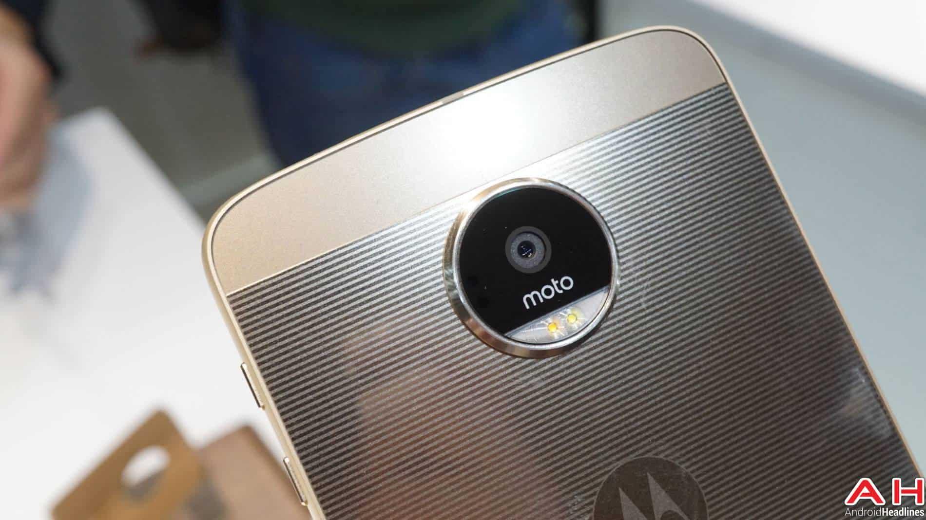 Lenovo Moto Z 2016 Hands On AH 3