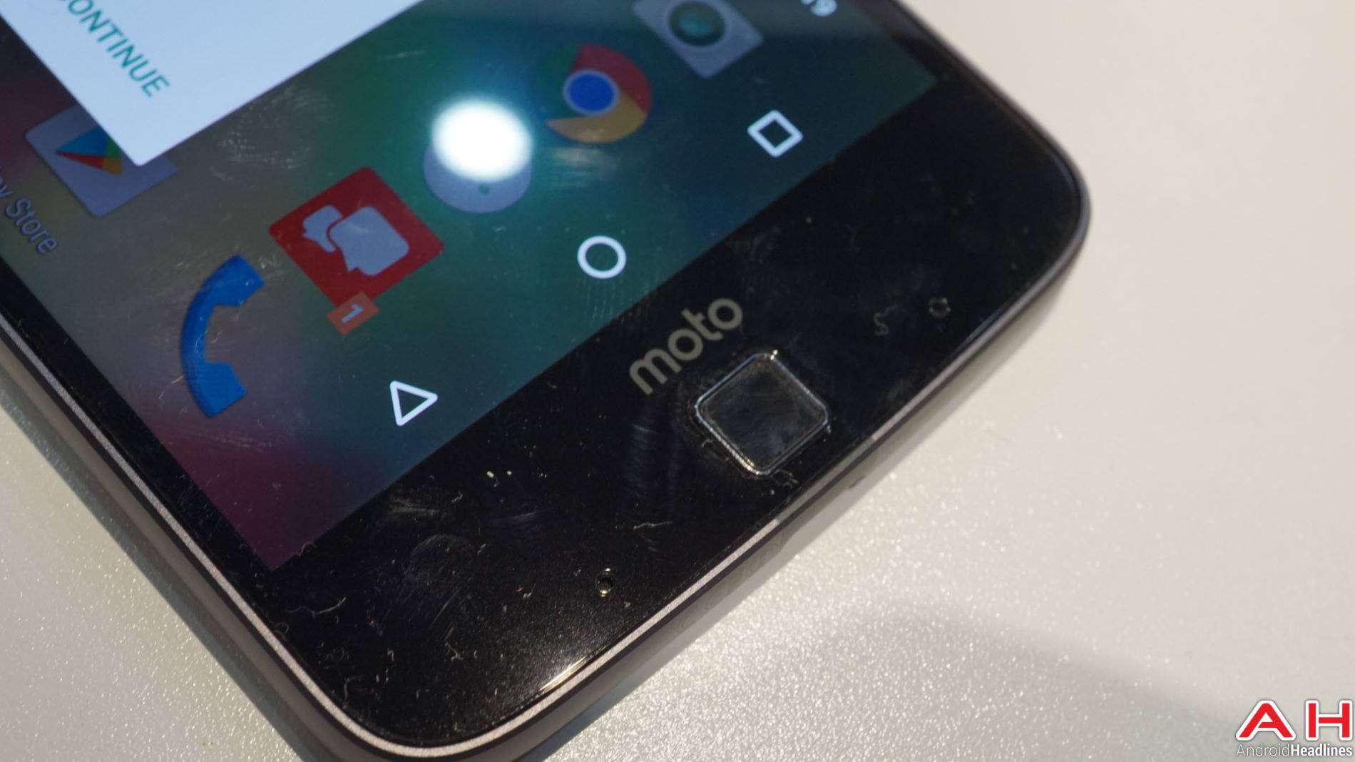 Lenovo Moto Z DROID Edition 2016 Hands On AH 10
