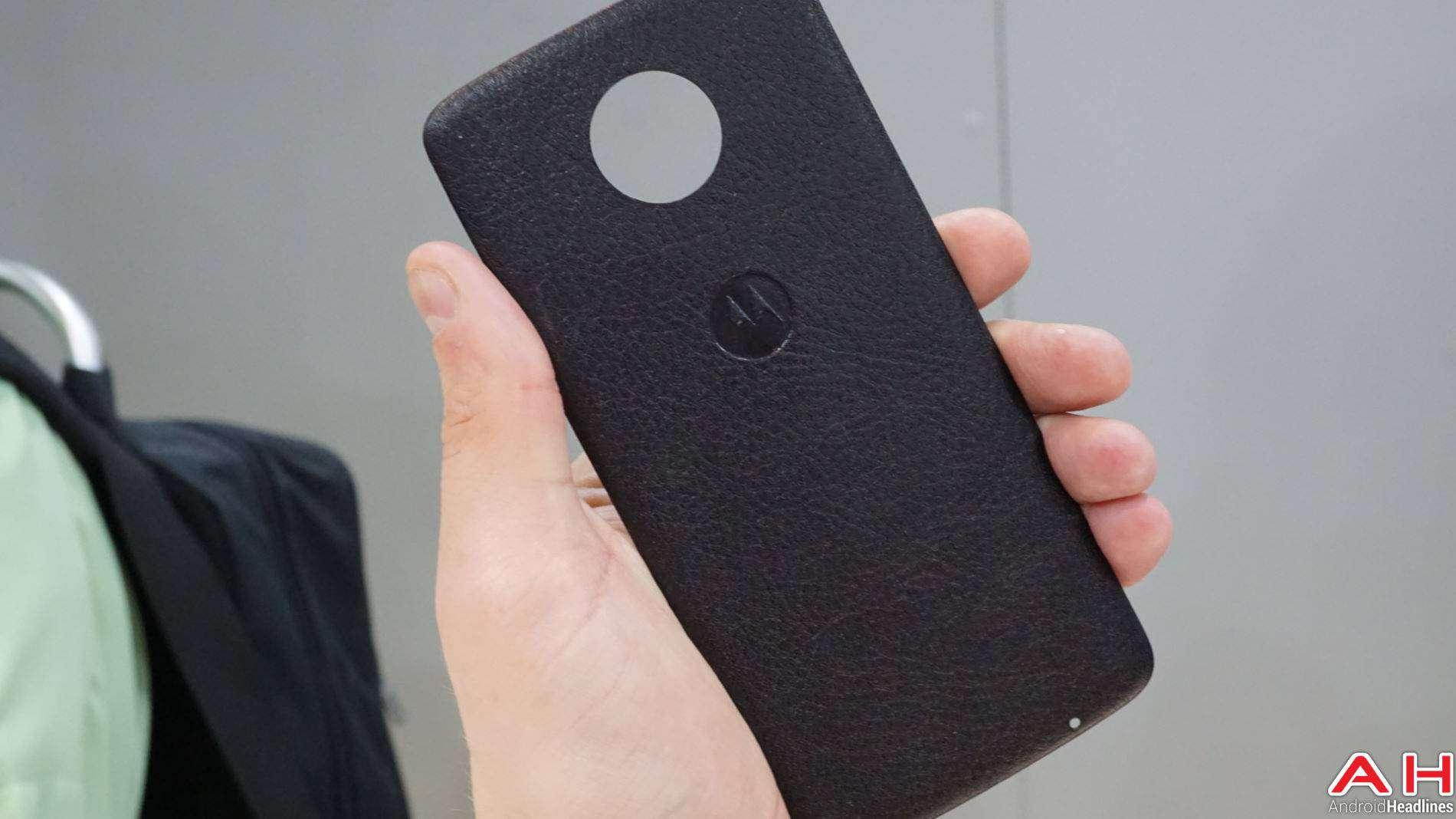 Moto Mods Lenovo Hands On AH 1 1