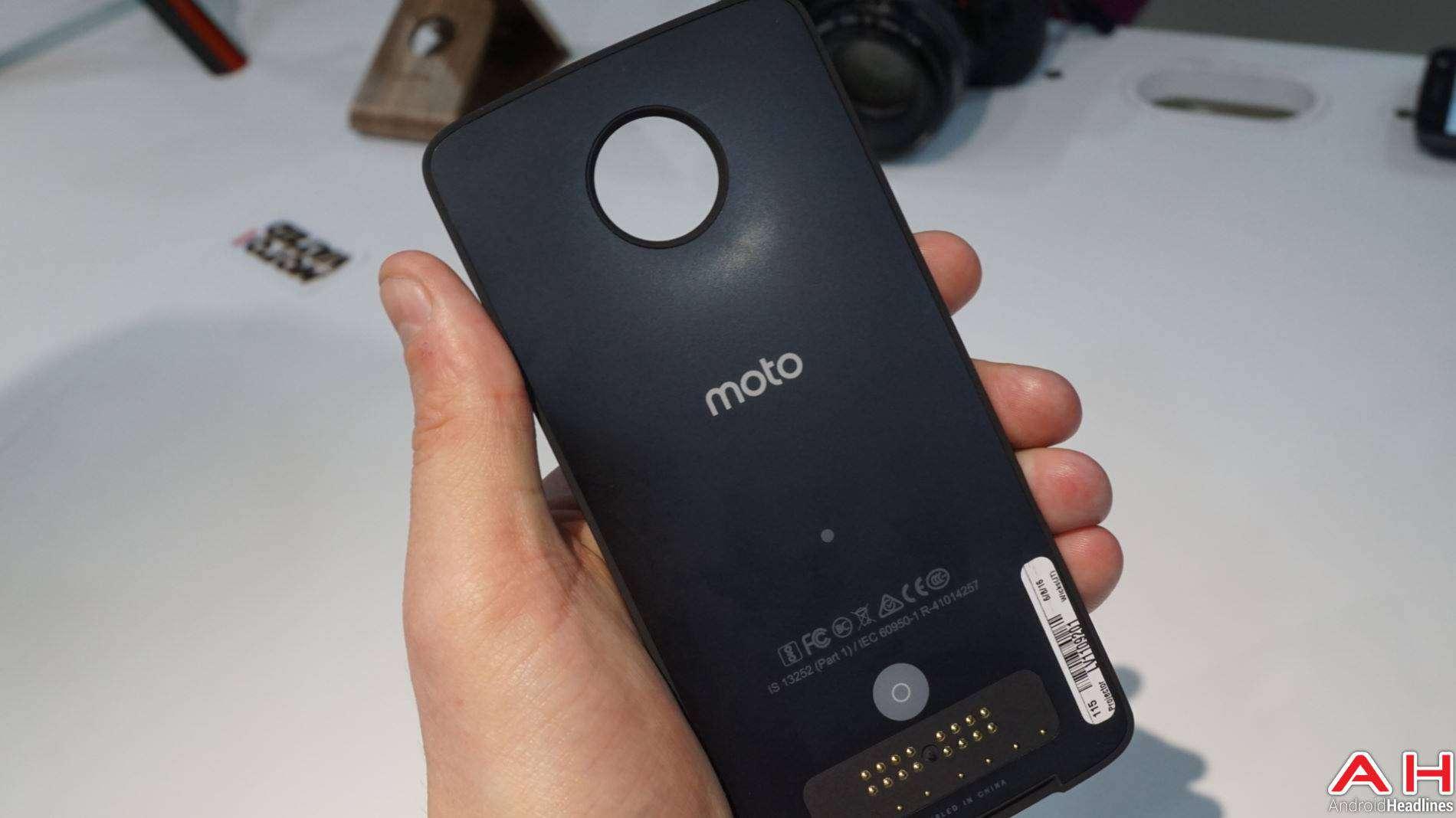 Moto Mods Lenovo Hands On AH 5 3