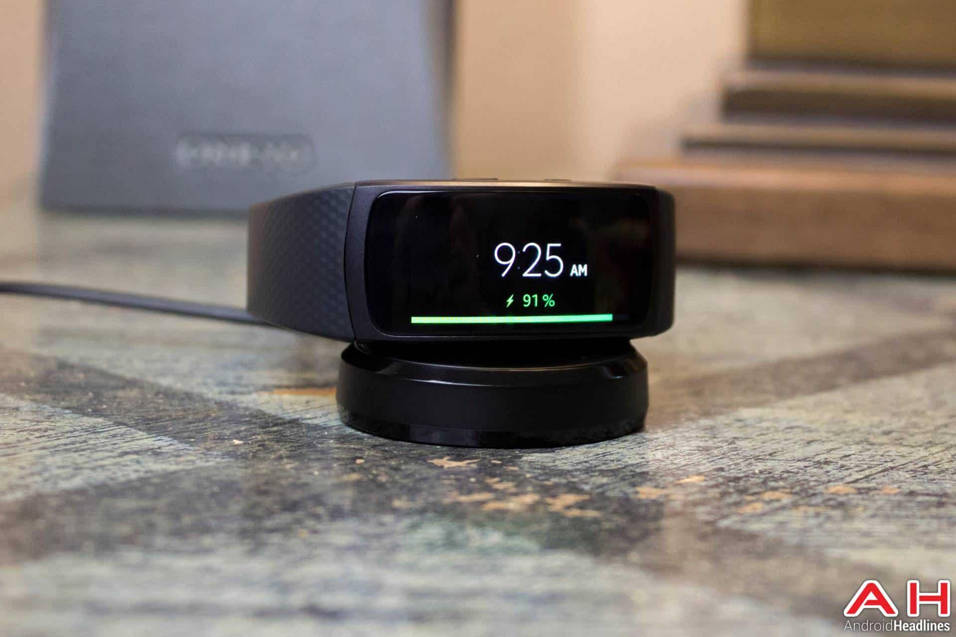 Samsung-Gear-Fit2-AH-NS-charging