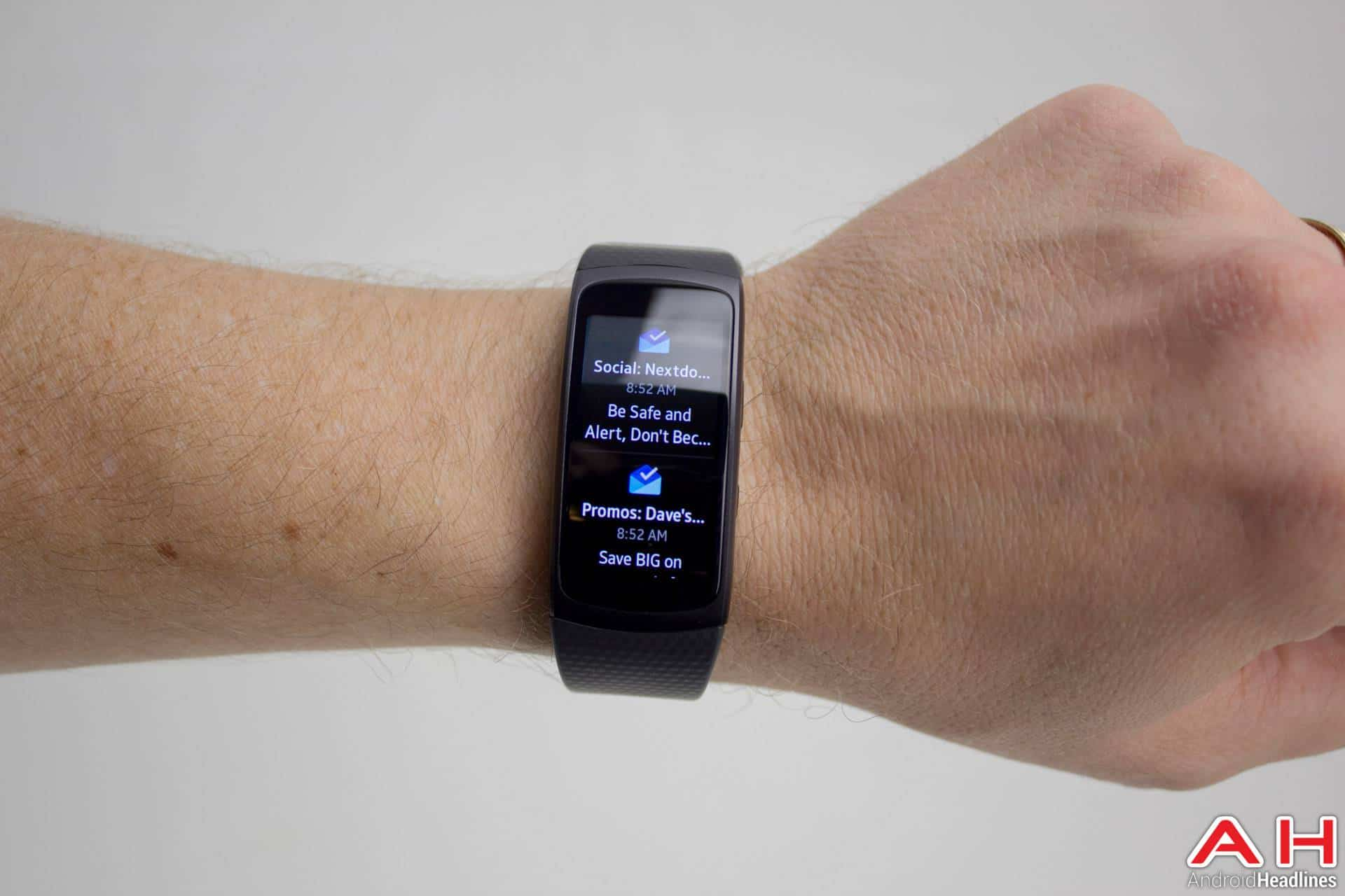 featured review samsung gear fit 2. Black Bedroom Furniture Sets. Home Design Ideas