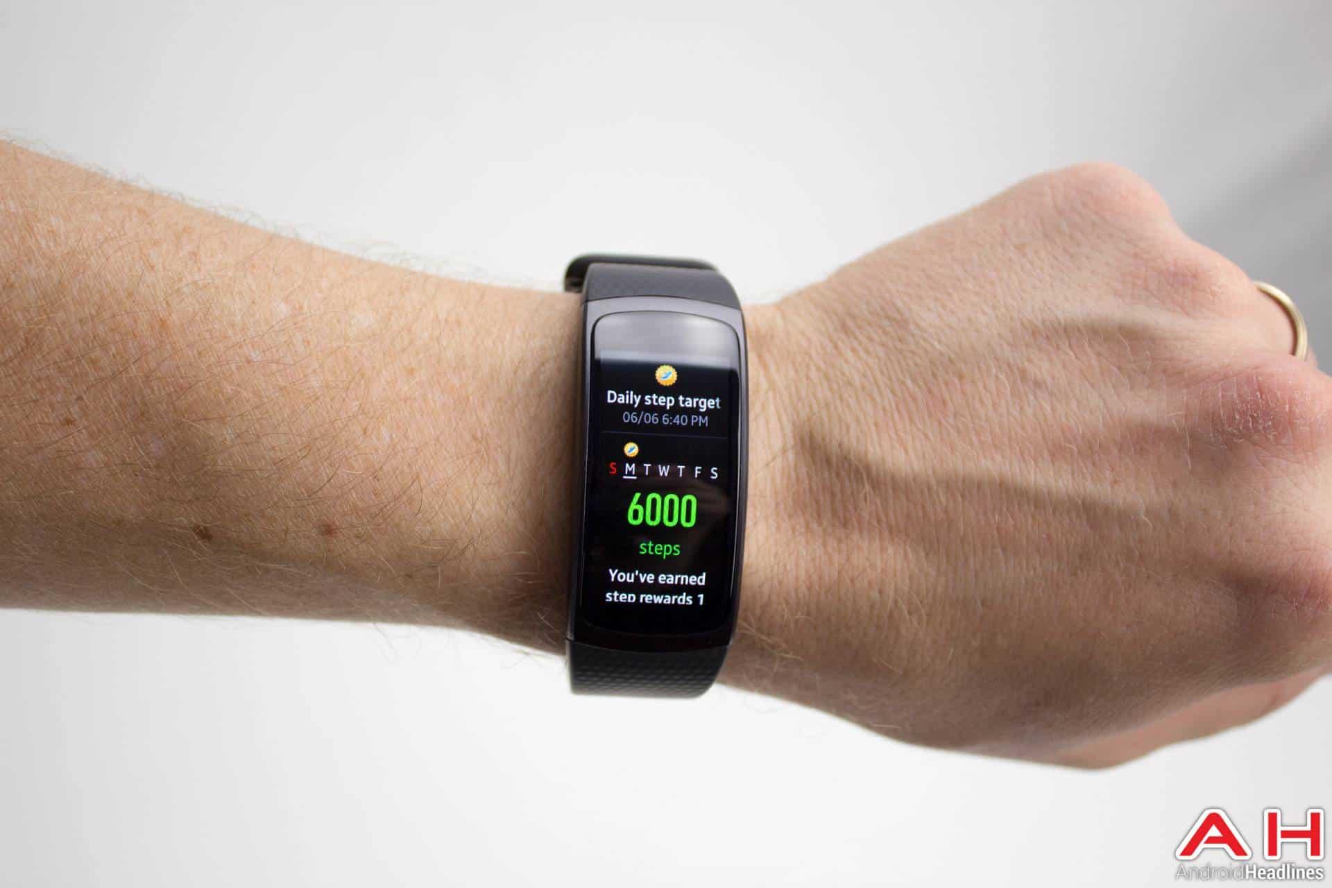 Samsung-Gear-Fit2-AH-NS-steps