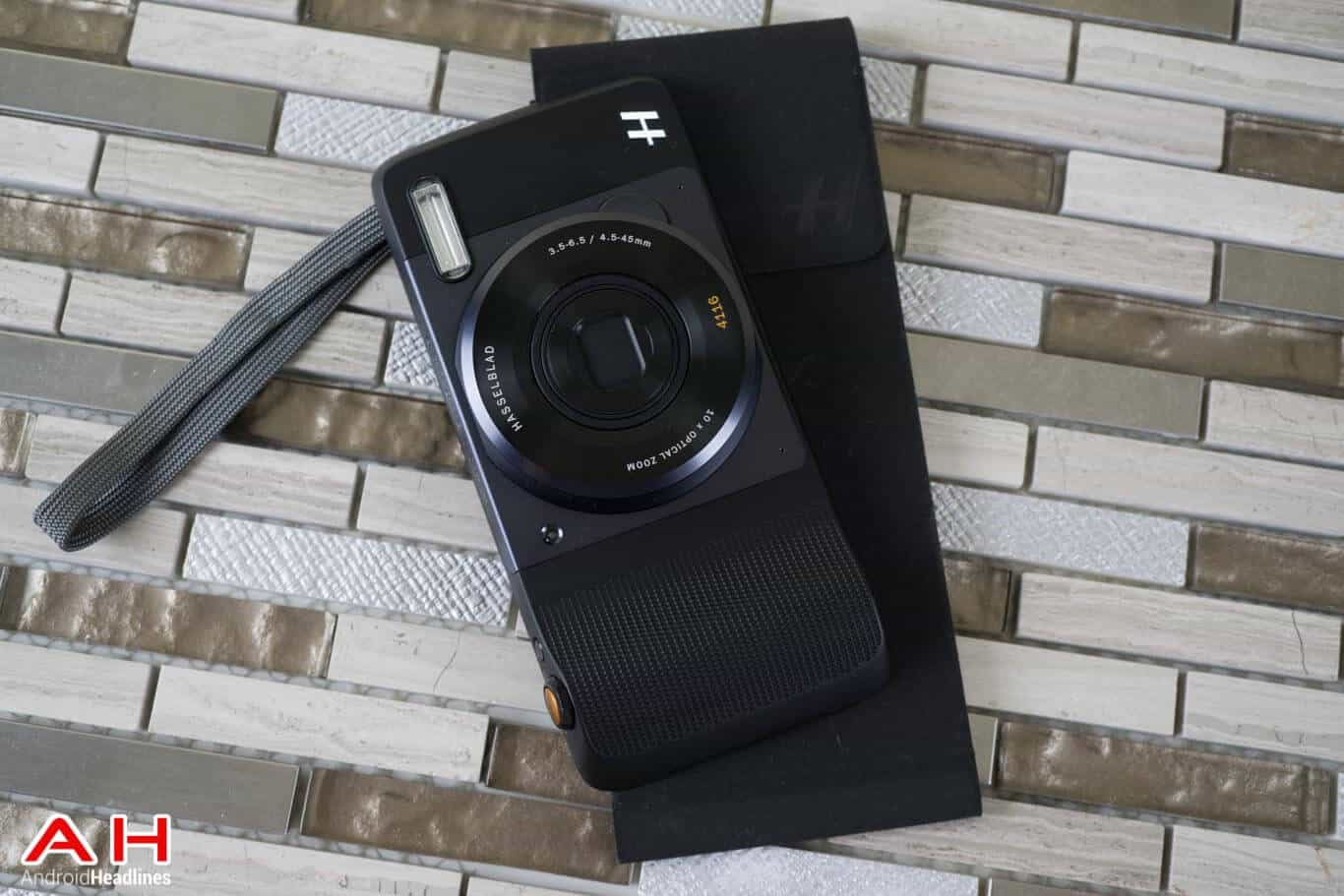 Hasselblad-Camera-Moto-Mod-Review-AM-AH-7
