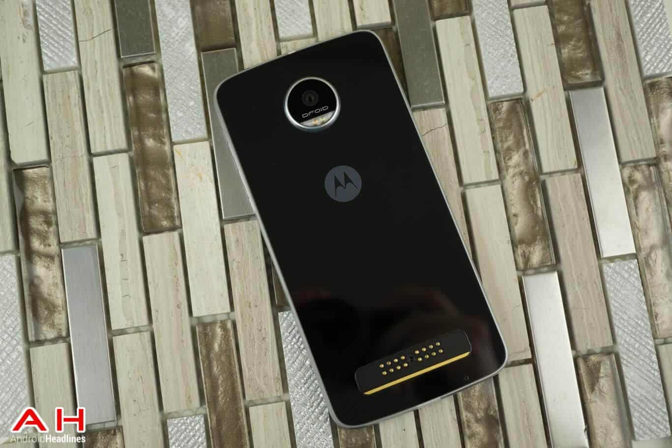 Moto Z Play Review AM AH 15