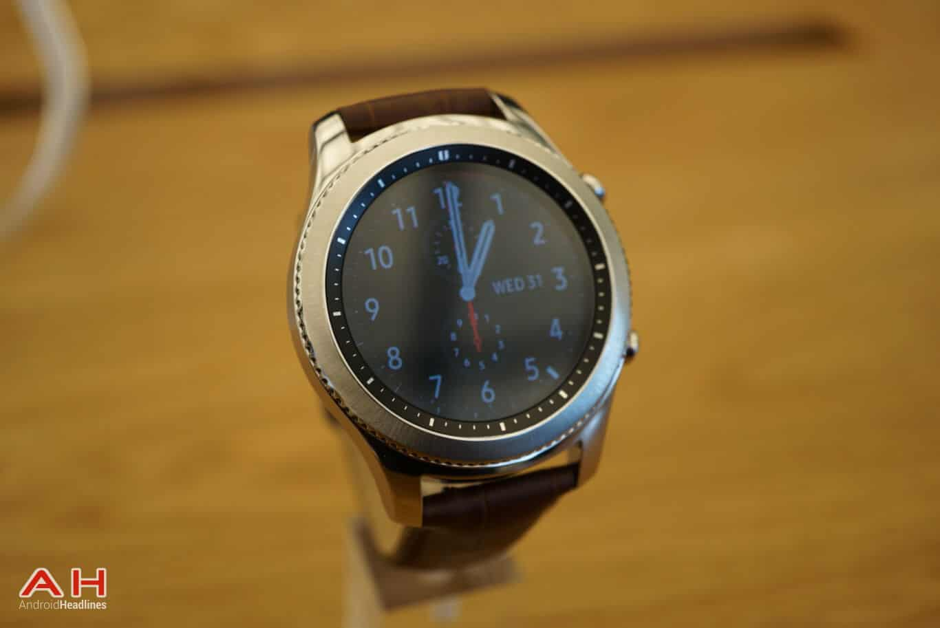 hands on samsung gear s3 classic gear s3 frontier. Black Bedroom Furniture Sets. Home Design Ideas