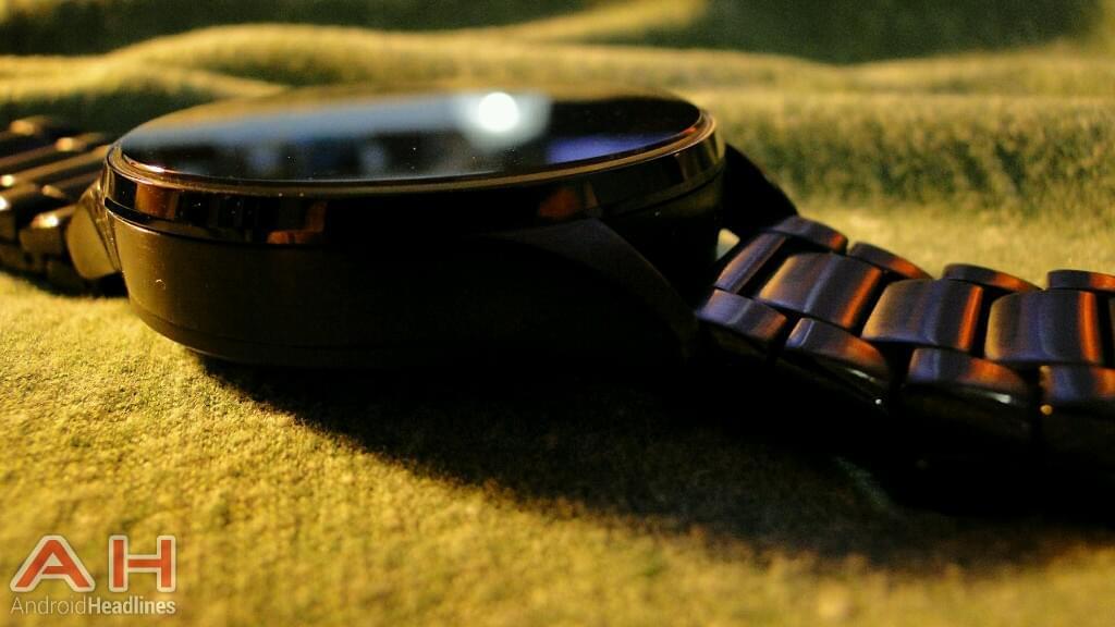AH Vector Watch Luna side1
