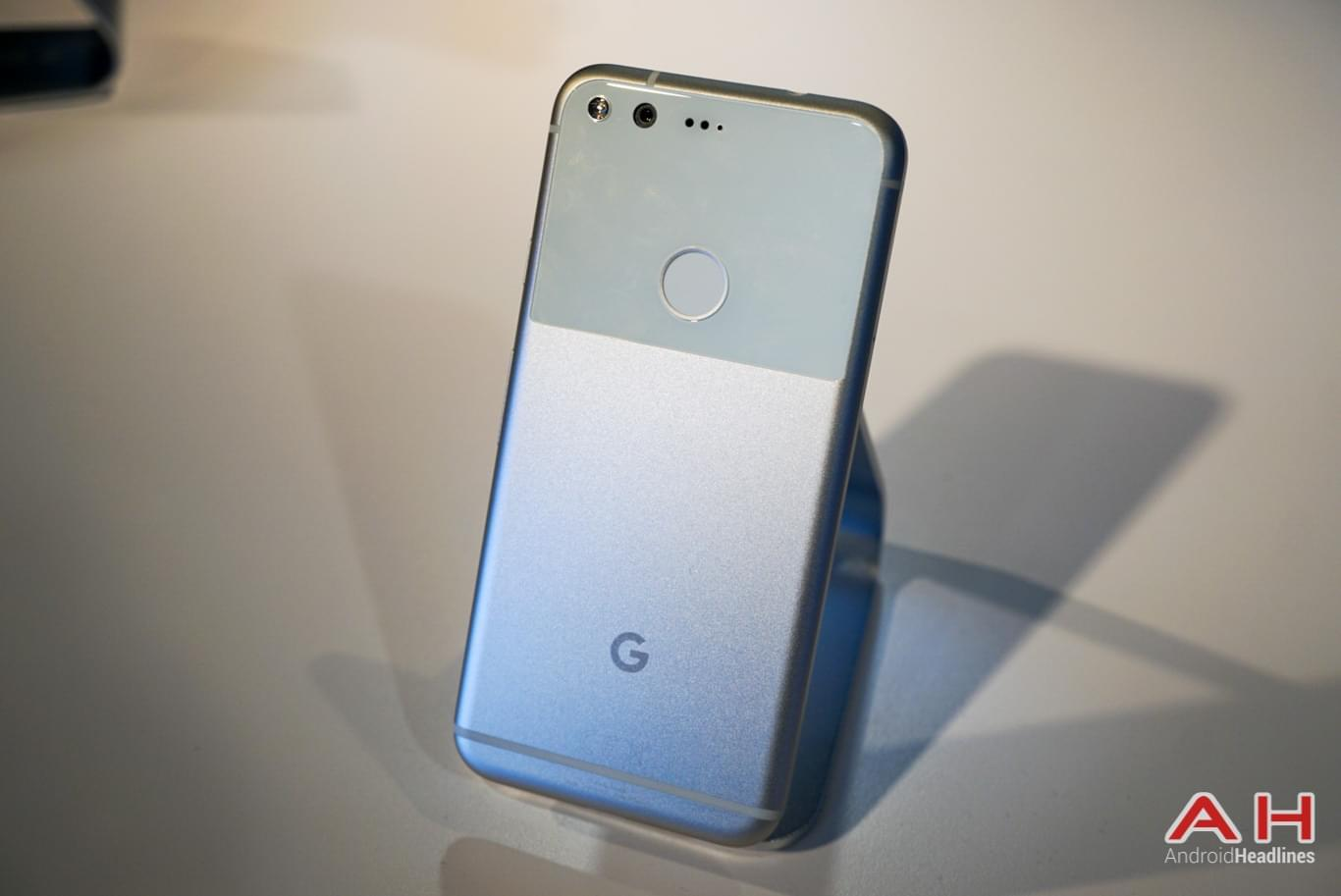 Google Pixel Hands On AH 33