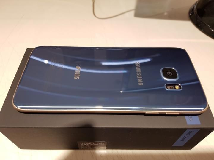 Samsung's Galaxy S7 Edge Blue Coral Gets Unboxed