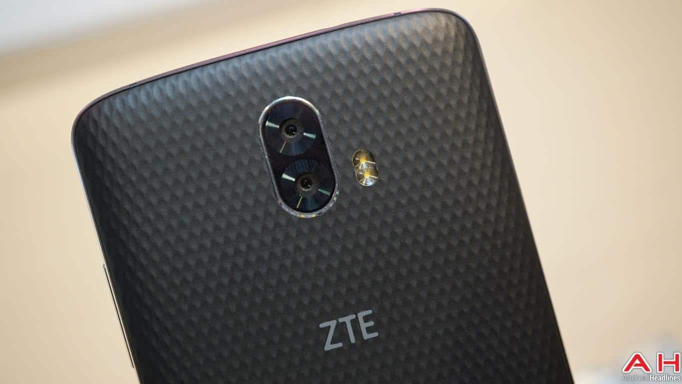 ZTE Blade V8 Pro Hands On AH 12