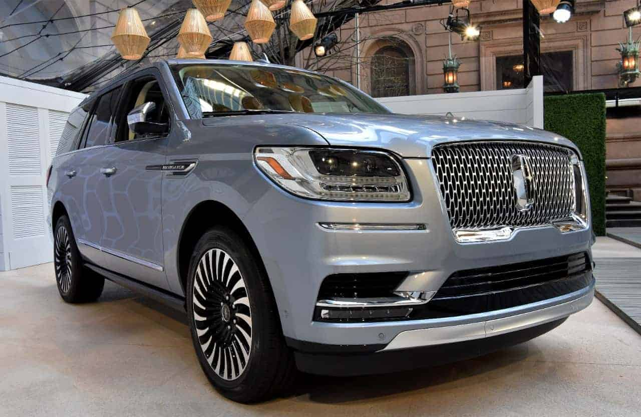 2018 lincoln holiday. fine 2018 the 2017 lincoln navigator started at around 63000 so the 2018 model  will likely feature similar pricing on lincoln holiday n
