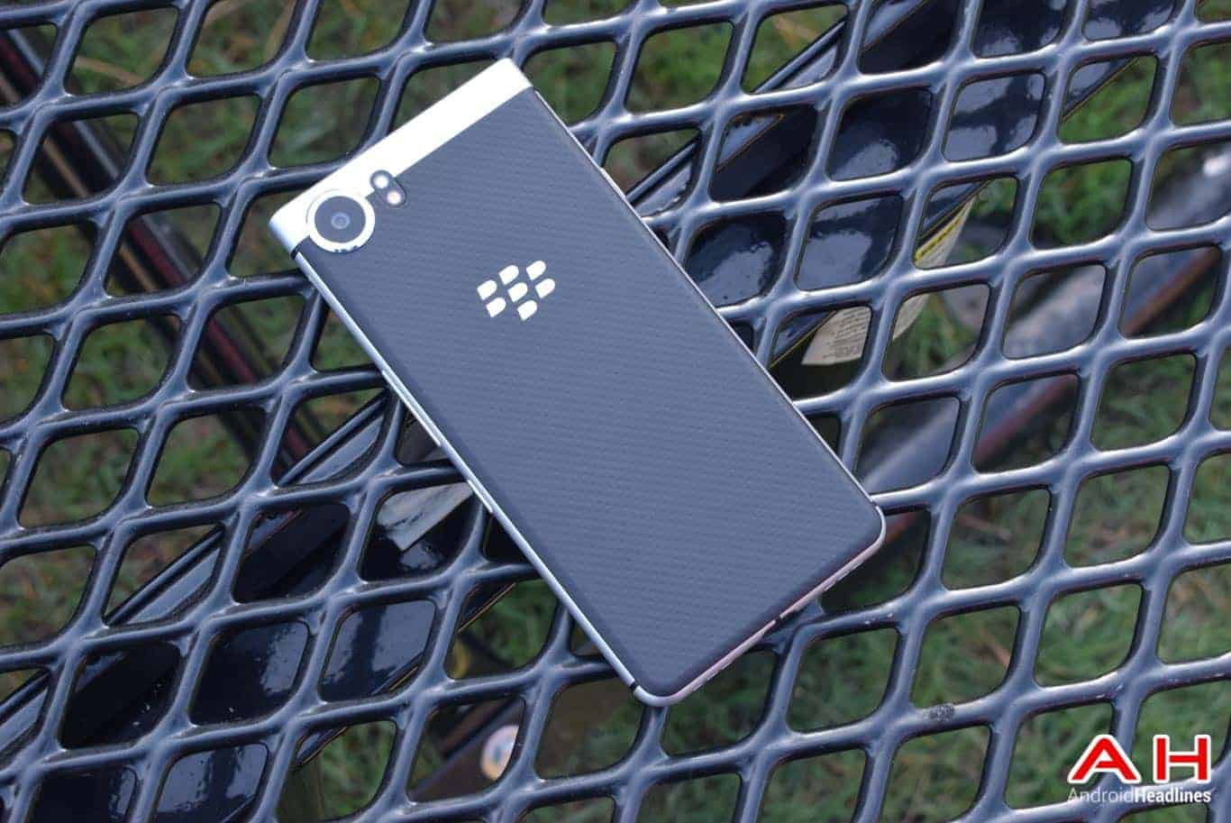 BlackBerry KEYone Review AM AH 18