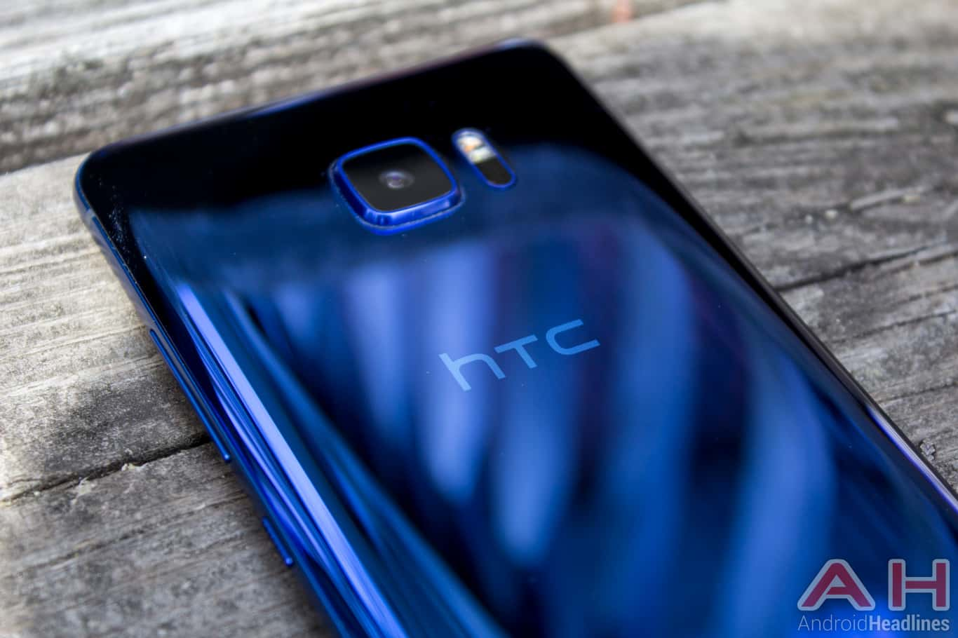 Google likely to acquire HTC's smartphone business