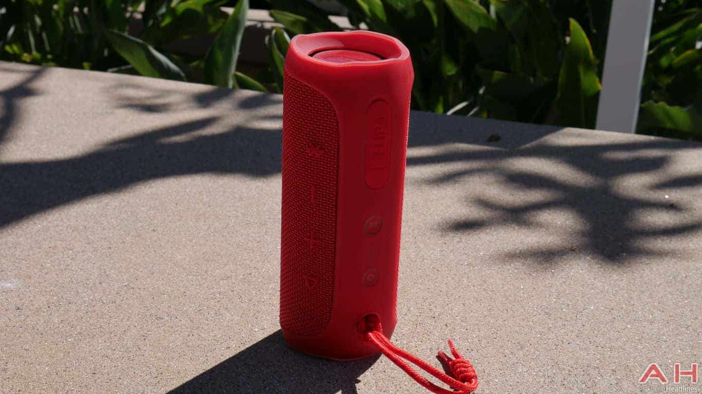 jbl flip 3 red. so overall, when it comes to the design, flip 4 is very much just a 3. what jbl has essentially done here take iconic look of jbl 3 red