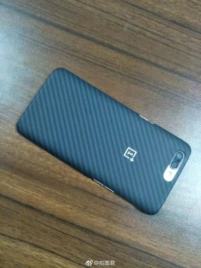 OnePlus 5 Kevlar case and OPPO R11 pre launch 4