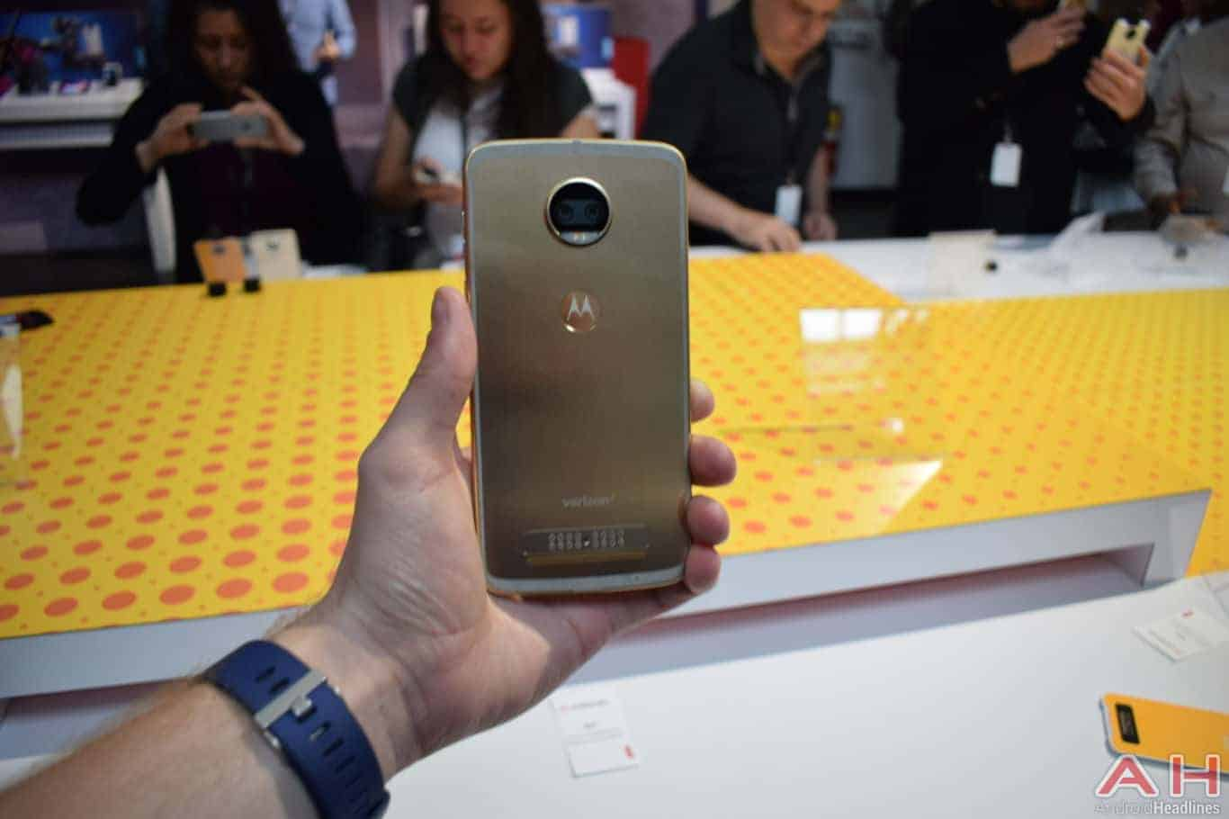 Motorola Z2 Force Hands On AH 1