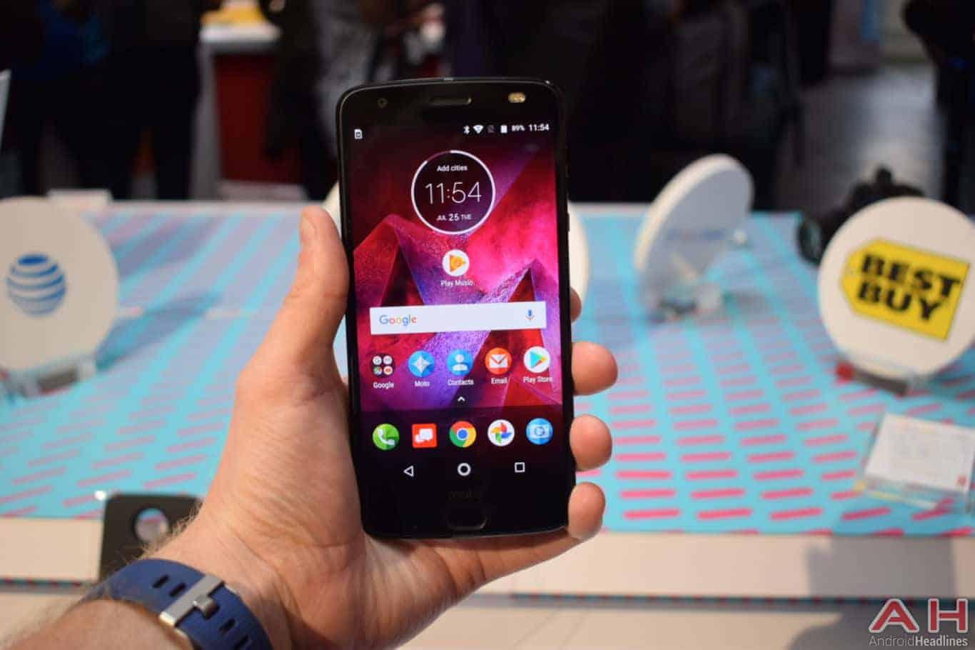 Motorola Z2 Force Hands On AH 11