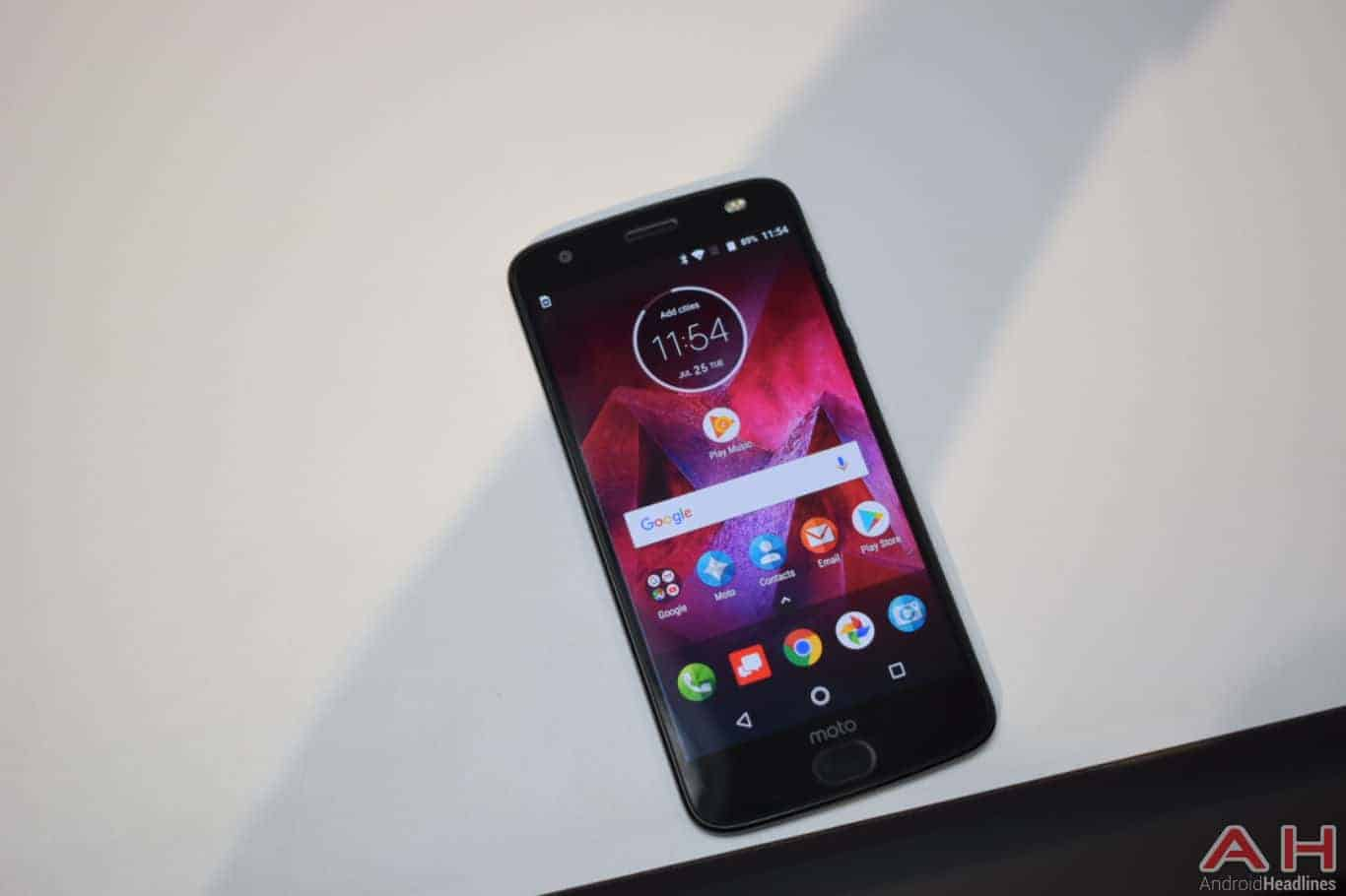 Motorola Z2 Force Hands On AH 12
