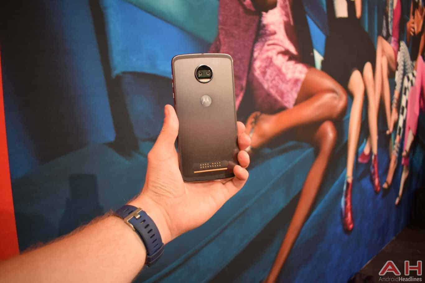 Motorola Z2 Force Hands On AH 28