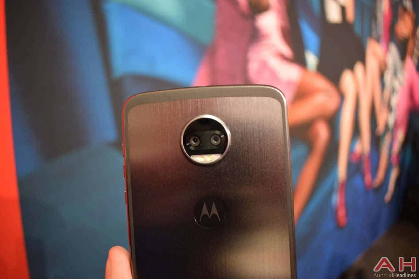 Motorola Z2 Force Hands On AH 30