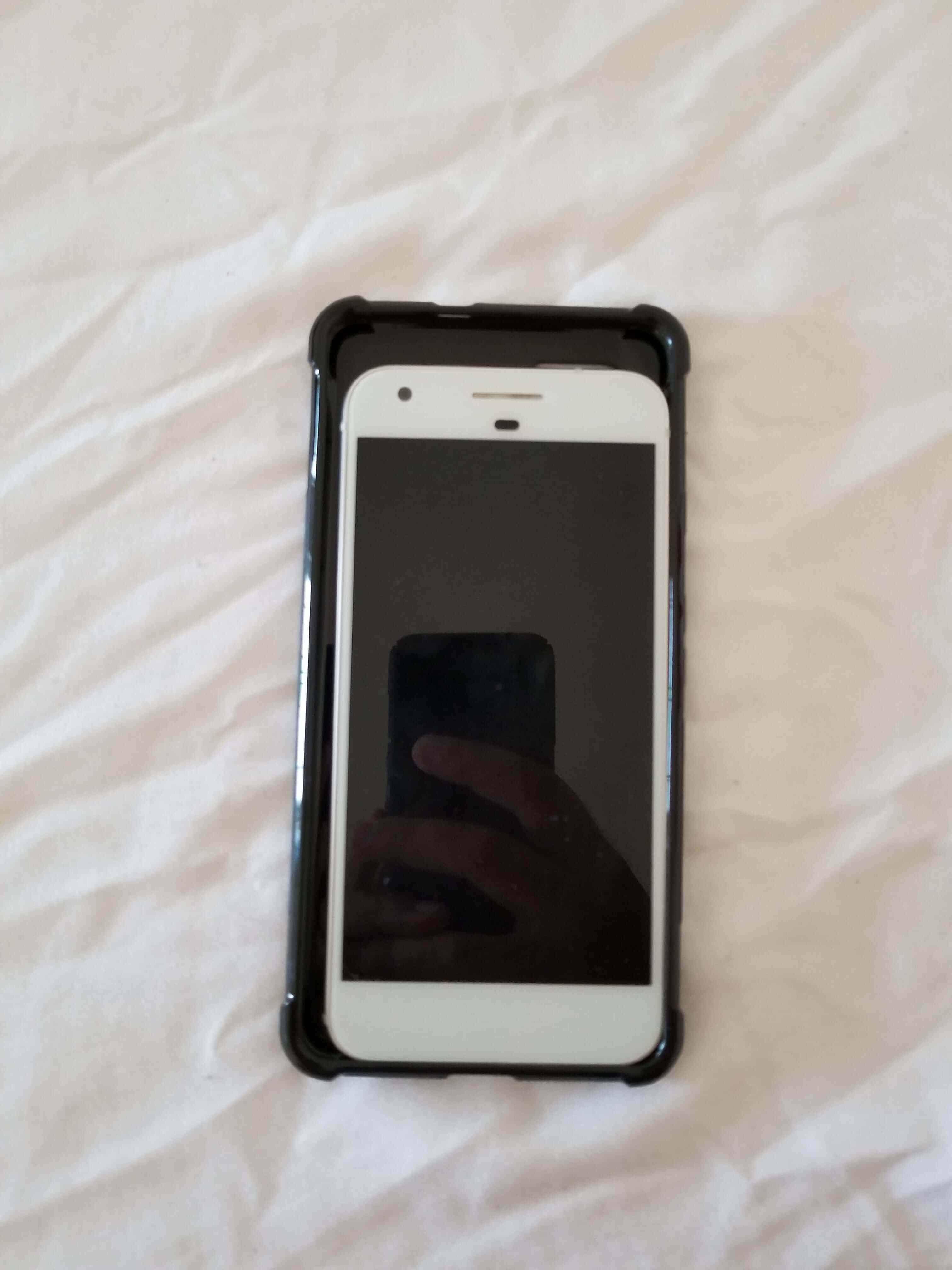 Pixel XL 2 Case Size Comparison Imgur Leak 9