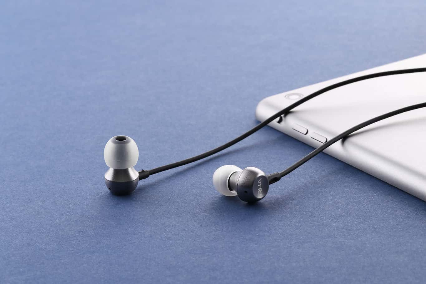 RHA MA390 Headphones 2