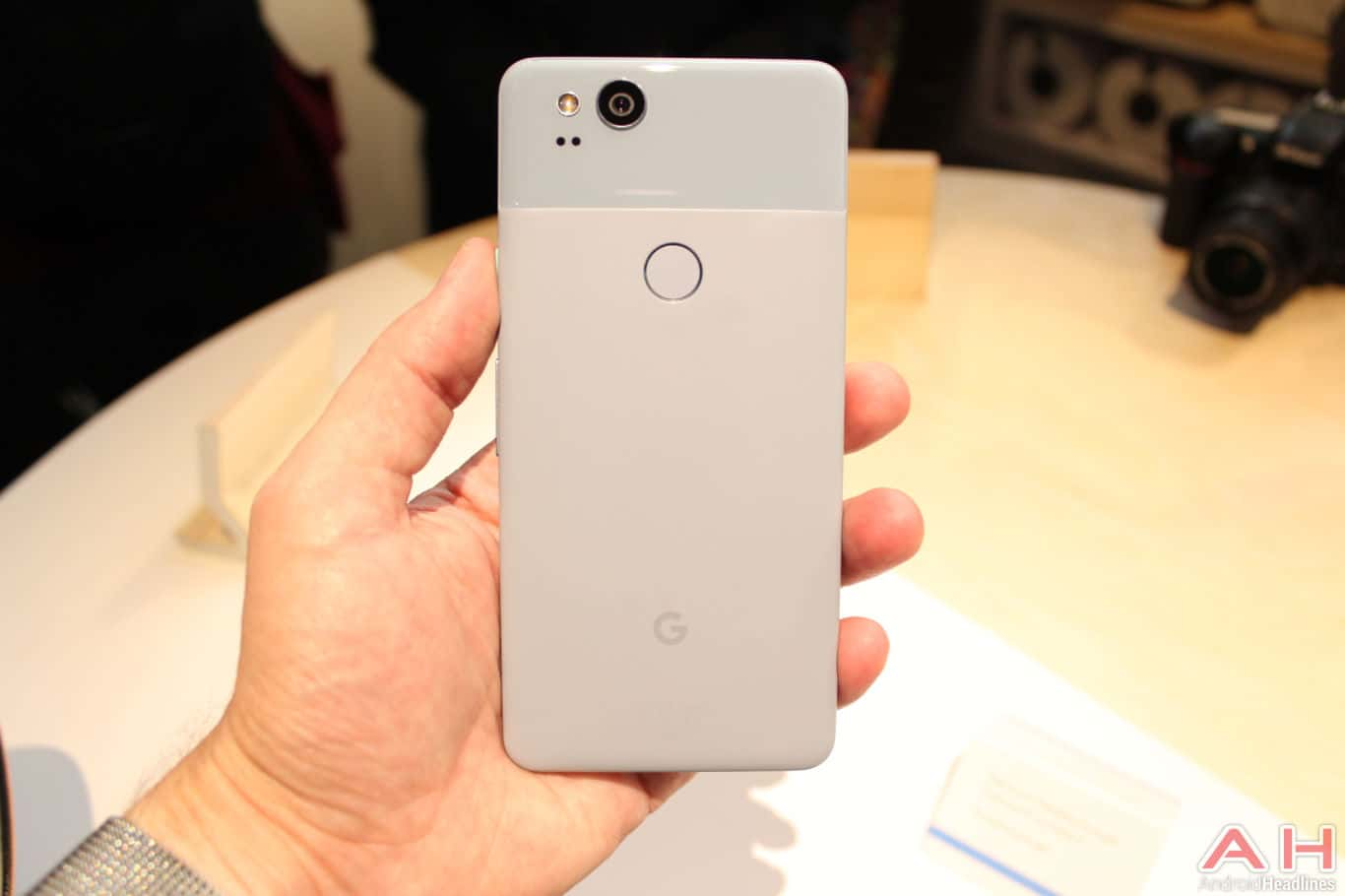 Google Pixel 2 Hands On AH 11