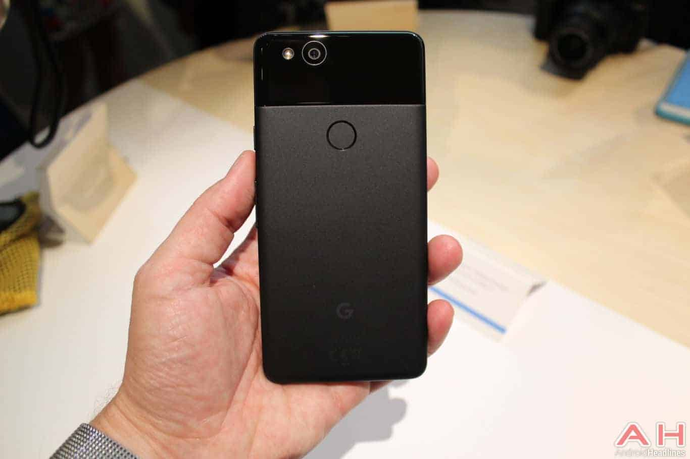 Google Pixel 2 Hands On AH 3