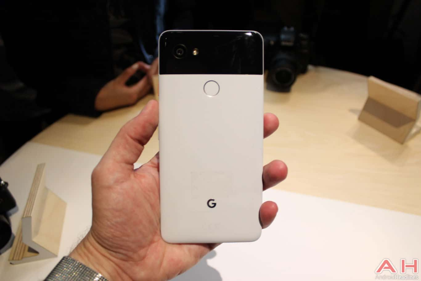 Google Pixel 2 XL Hands On AH 11