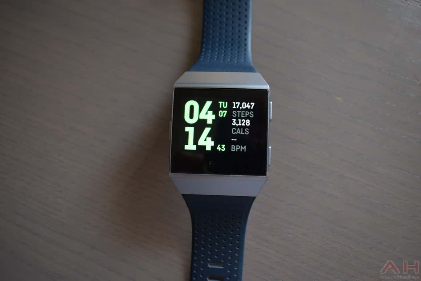 Fitbit Ionic Review AM AH 0014