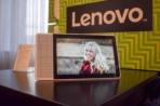 Lenovo Smart Display CES 2018 AM AH 0055