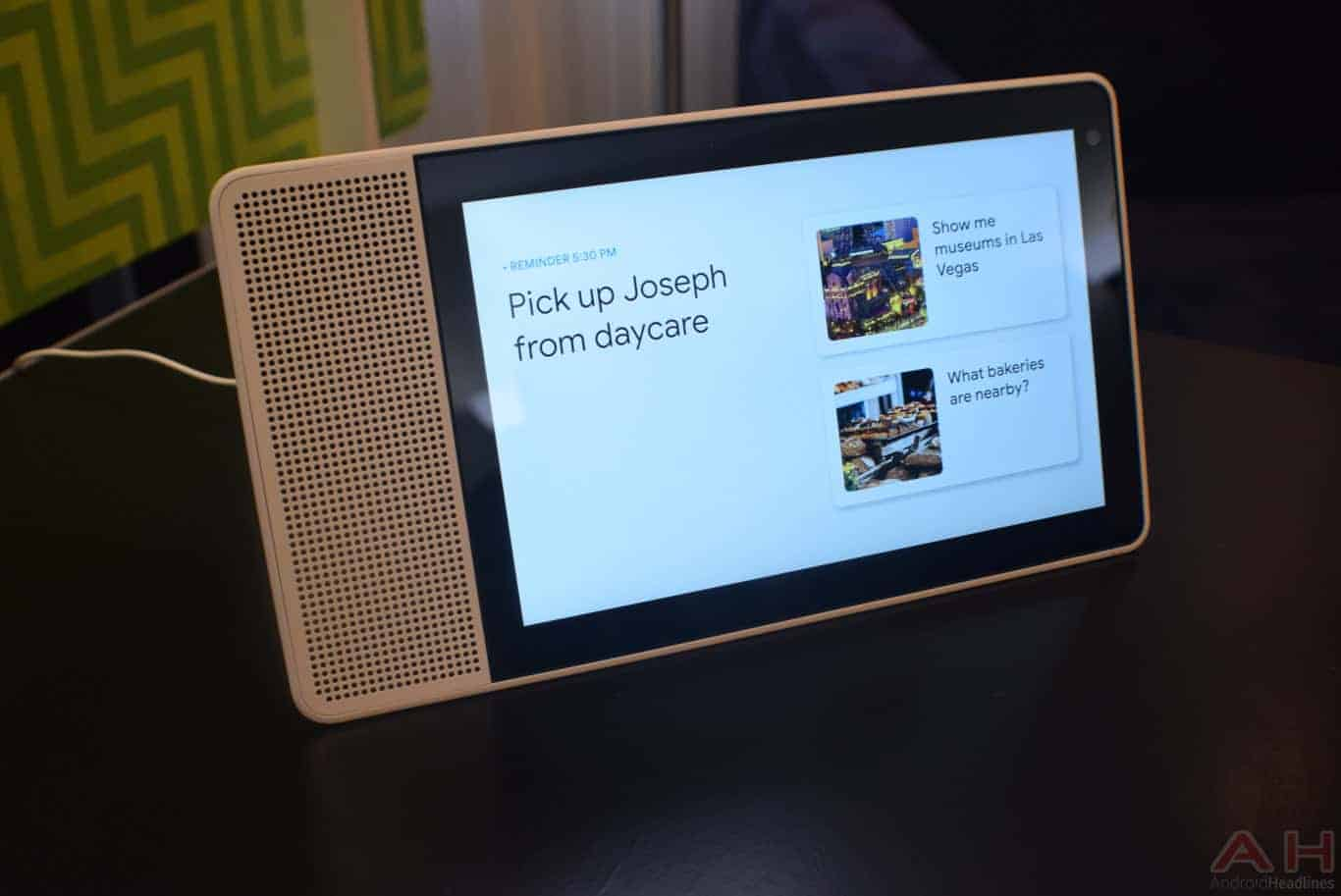 Lenovo Smart Display CES 2018 AM AH 0073