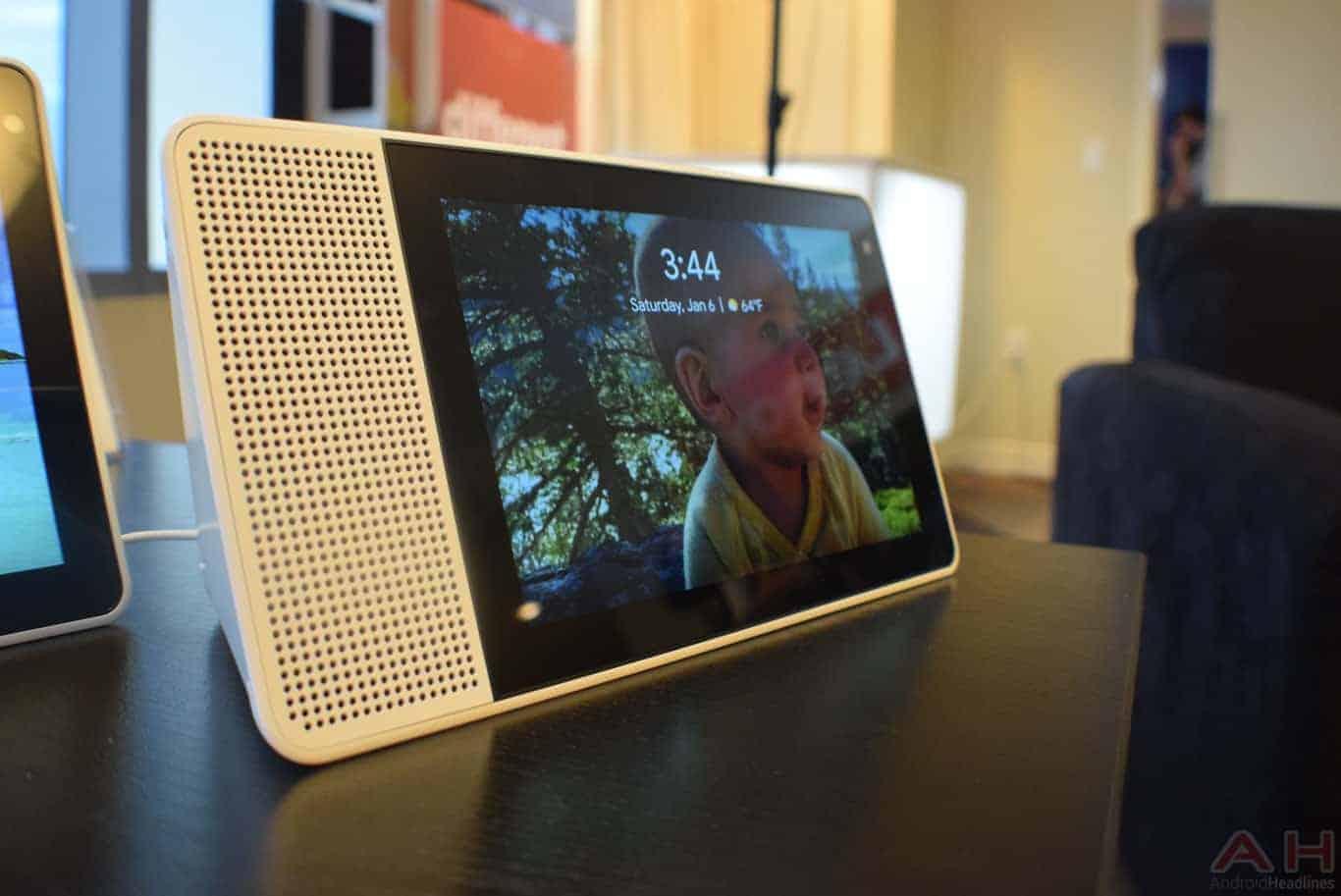 Lenovo Smart Display CES 2018 AM AH 0121