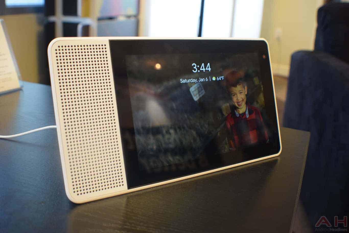 Lenovo Smart Display CES 2018 AM AH 0122