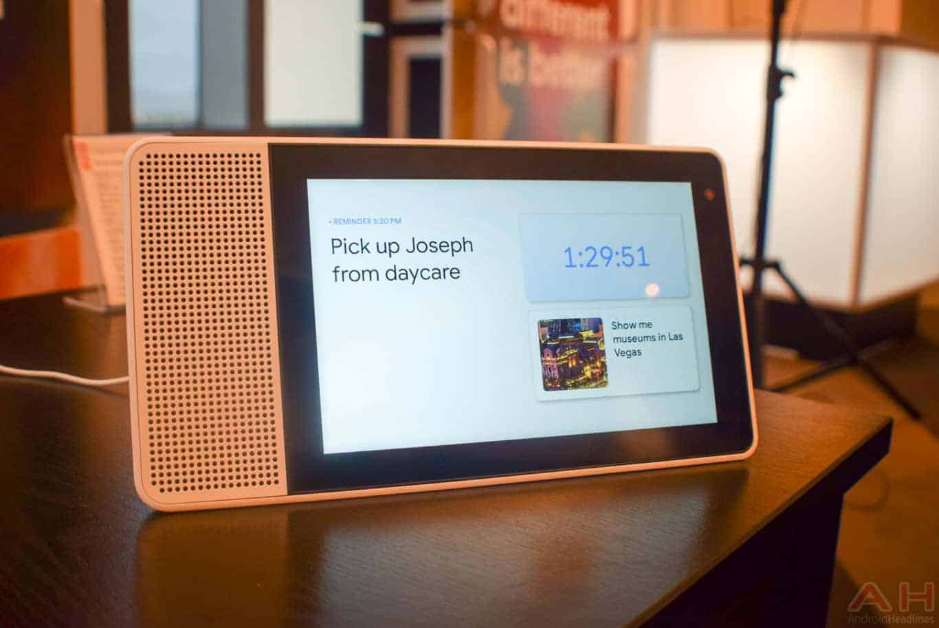 Lenovo Smart Display CES 2018 AM AH 0123